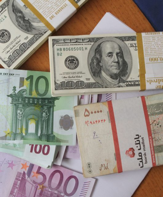 Iran's high interest rate and currency risks